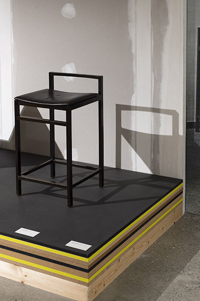 Tabouret jules Wabbes. Exposition SPACES - Interior design evolution. Commissaire: Benjamin Stoz